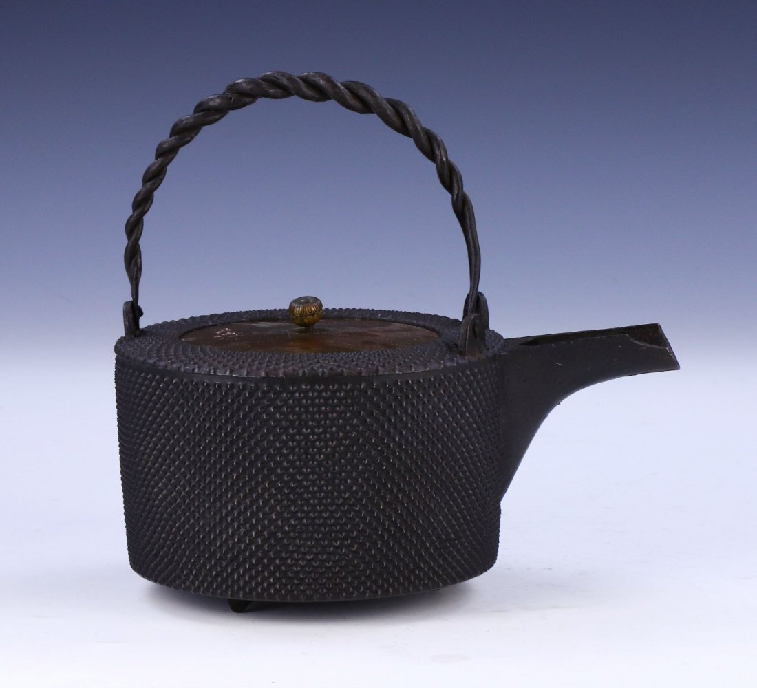 A JAPANESE ANTIQUE IRON TEAPOT - 2
