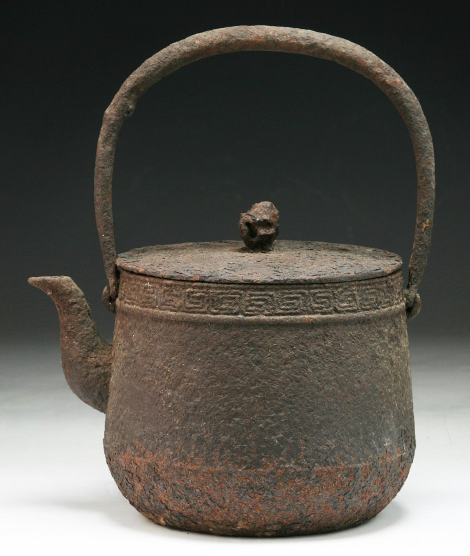 A JAPANESE ANTIQUE IRON TEAPOT WITH COVER - 2