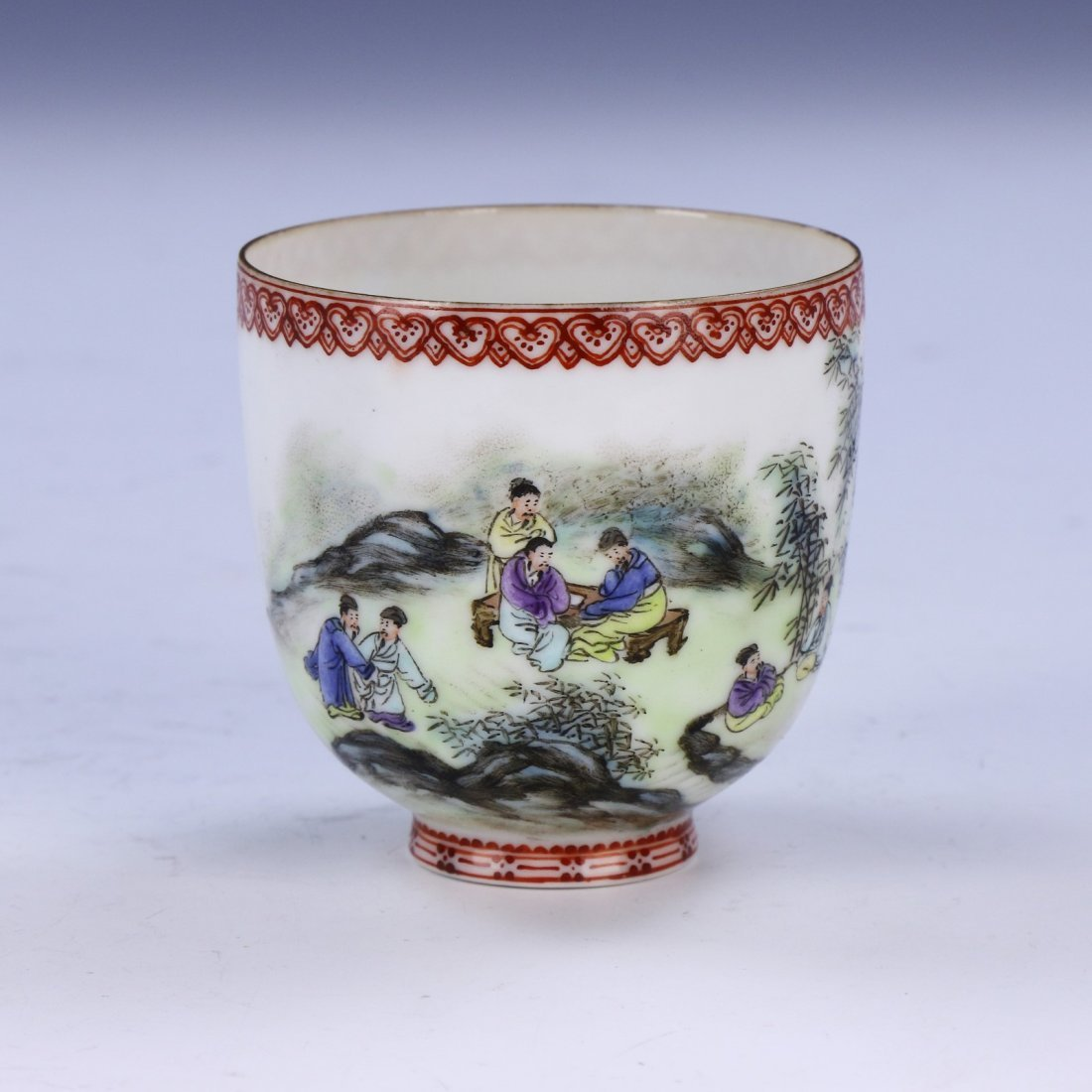 A CHINESE ANTIQUE FAMILLE ROSE EGG SHELL PORCELAIN CUP