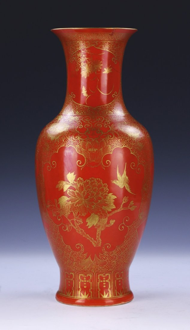 A CHINESE ANTIQUE GILT & CORAL RED GLAZED PORCELAIN