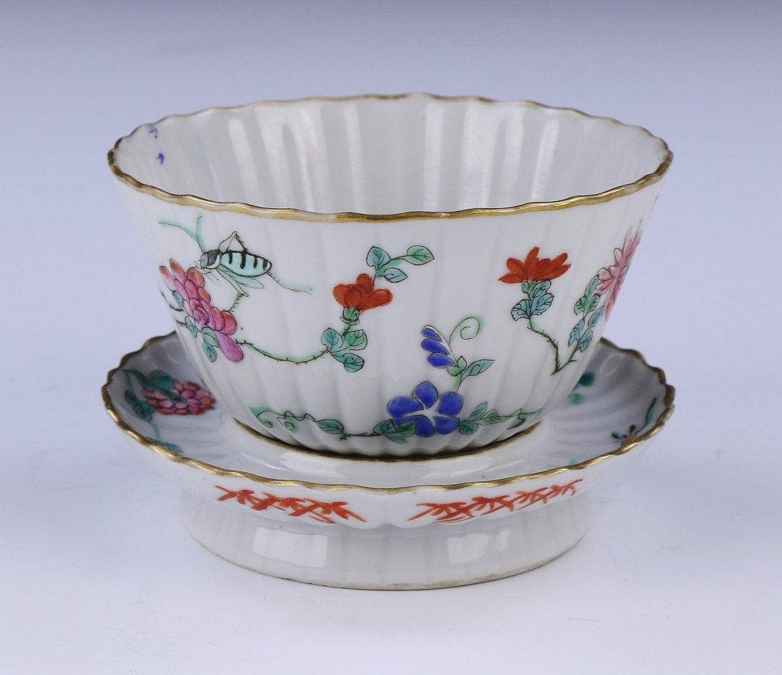 A CHINESE ANTIQUE GILT FAMILLE ROSE PORCELAIN BOWL &