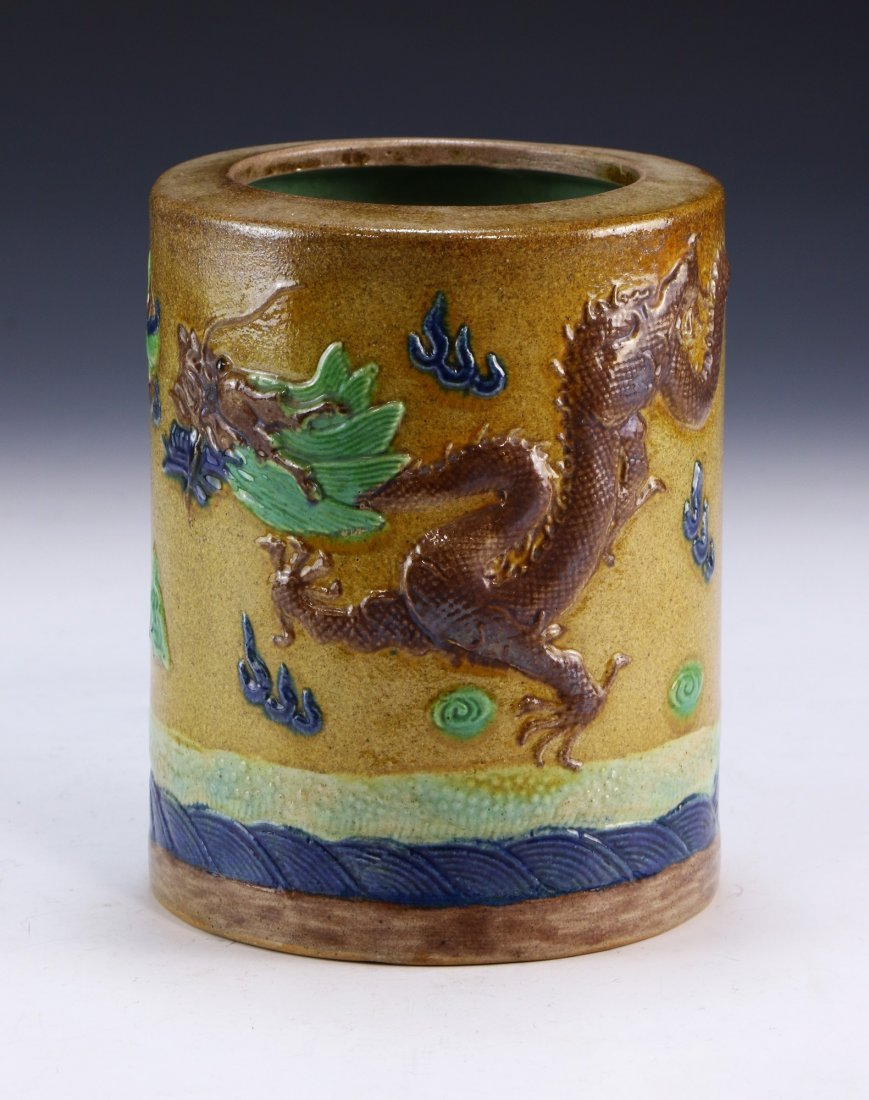 A CHINESE ANTIQUE POLYCHROME PORCELAIN BRUSHPOT