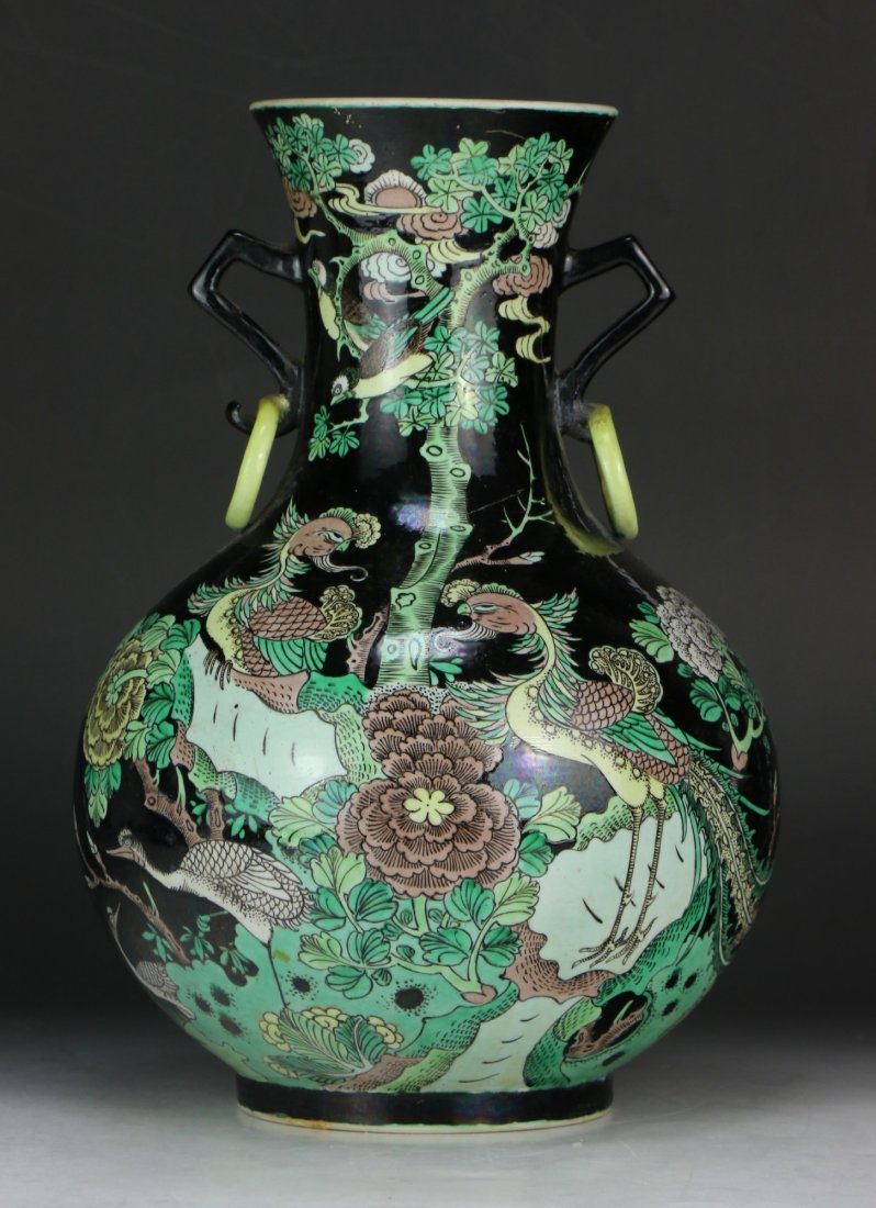 A CHINESE ANTIQUE SUSANCAI GLAZED PORCELAIN VASE