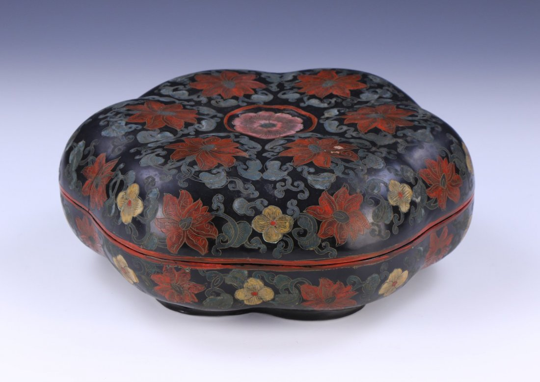 A CHINESE ANTIQUE LACQUER LIDDED CASE