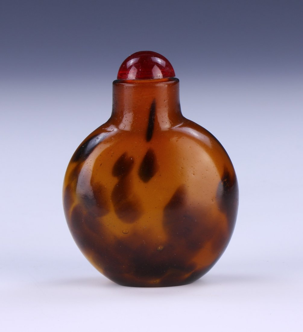 A CHINESE ANTIQUE GLASS SNUFF BOTTLE - 2