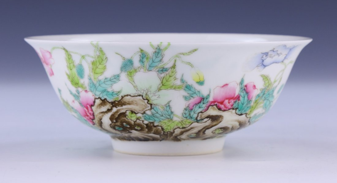 A CHINESE ANTIQUE FAMILLE ROSE PORCELAIN BOWL - 2
