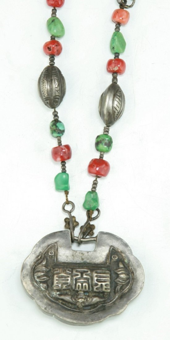 A CHINESE ANTIQUE CORAL & JADEITE SILVER NECKLACE - 3