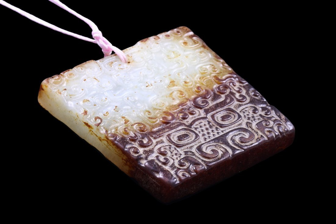 A CHINESE ANTIQUE ARCHAIC STYLE JADE PENDANT