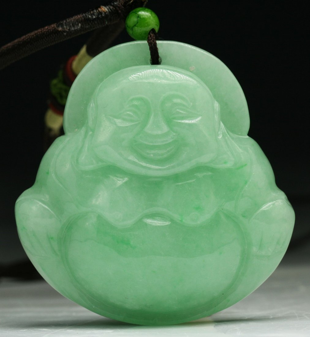 A JADEITE BUDDHA PENDANT NECKLACE
