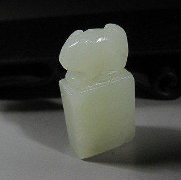 6: A Chinese Antique White jade Seal ,Animal Motif , si
