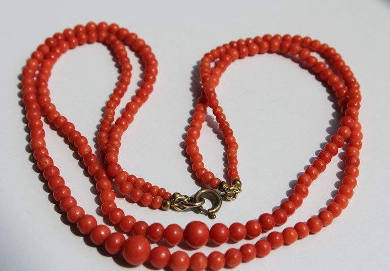 65: An Old Natural Red Coral Beads Necklace