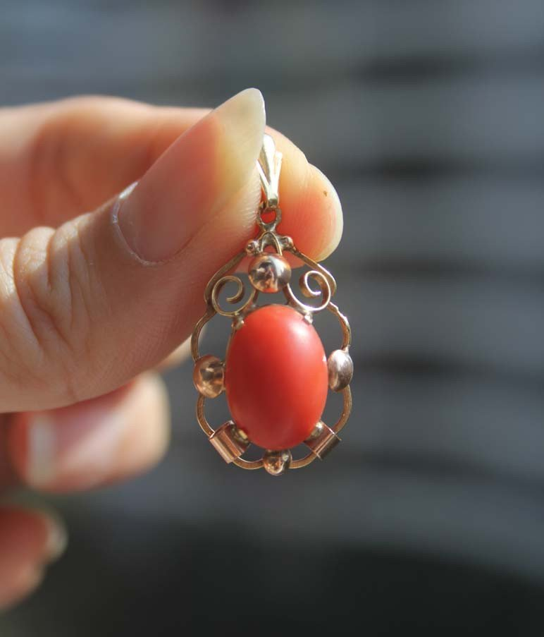 67: An Old Natural Red Coral 8K 333 Gold Pendant