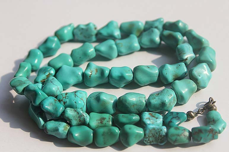 68: An Old Natural Turquoise Beads Necklace