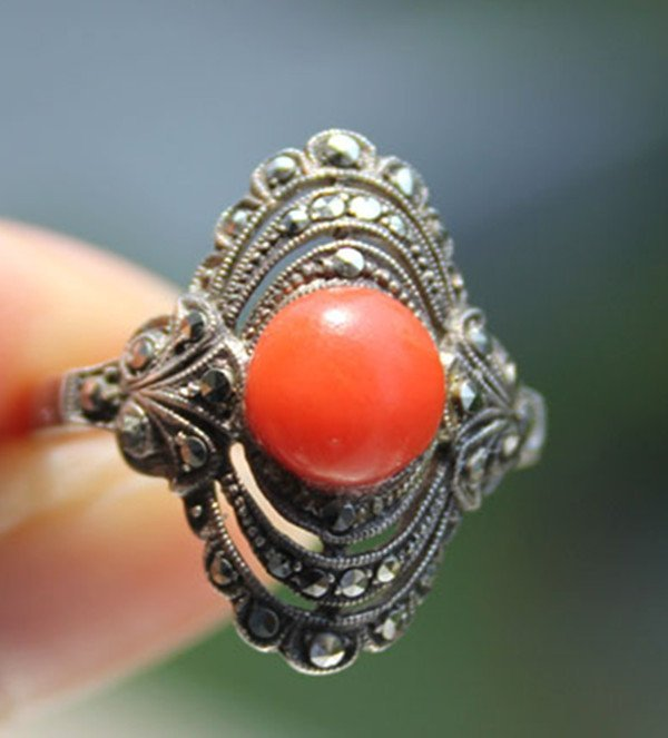 4: A Vintage 935 Silver Red Coral Bead Inlaid Ring
