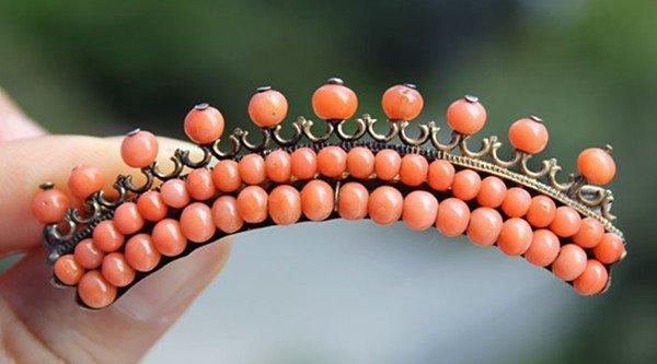 9: A Vintage Red Coral Bead Brooch