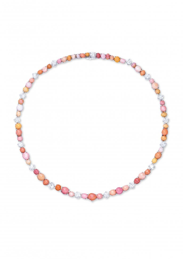 A CONCH PEARL AND DIAMOND NECKLACE