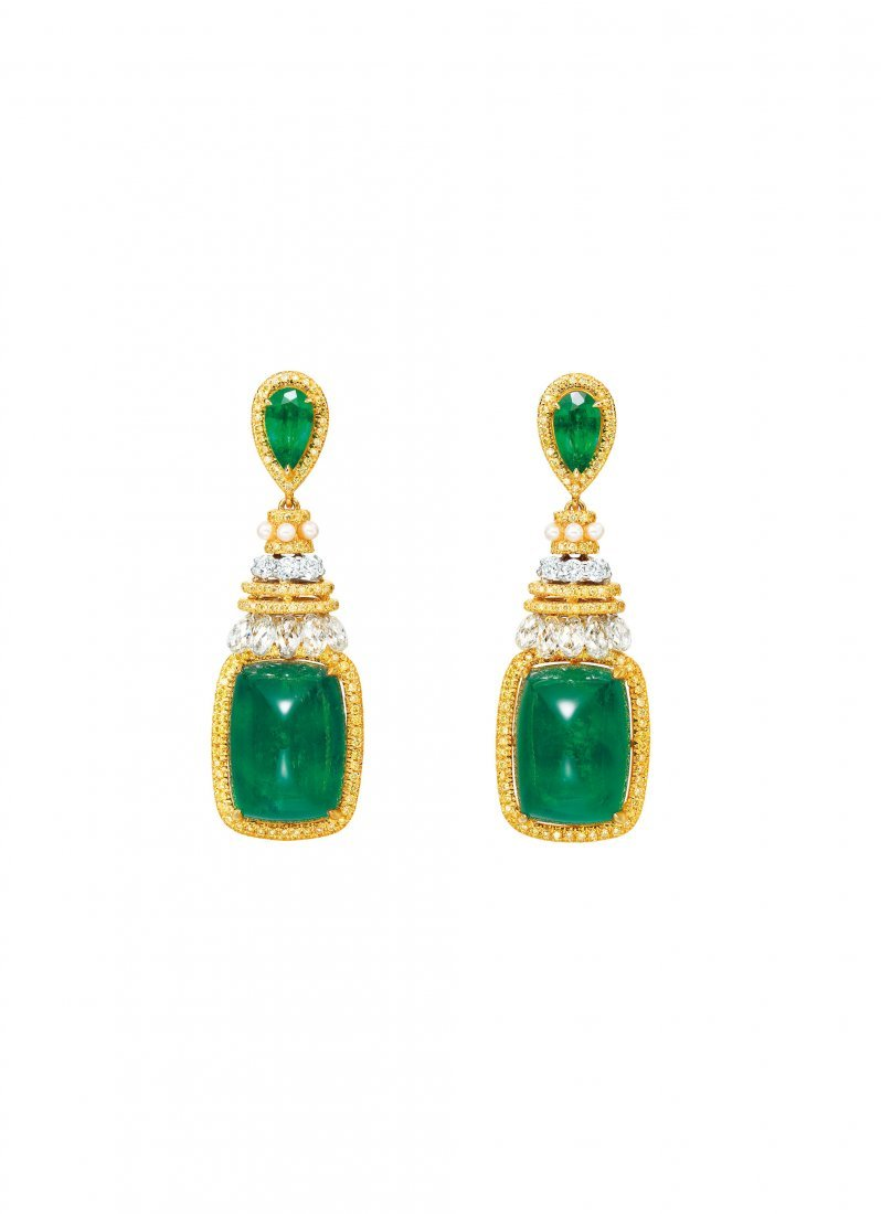 A PAIR OF EMERALD, DIAMOND AND PEARL EAR PENDANTS