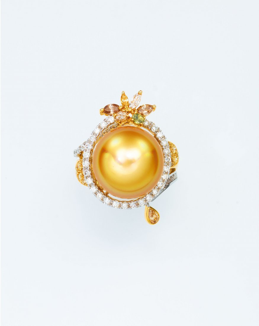 A GOLDEN SOUTH SEA CULTURED PEARL , BY DILYS'