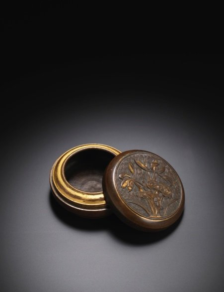 A Gult Bronze Lingzhi Box and Cover