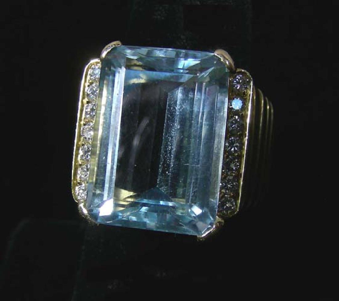 LADIES 18K YELLOW GOLD, AQUAMARINE & DIAMOND RING