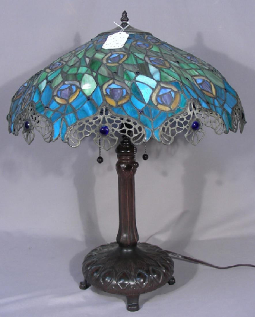 HEAVY METAL AND LEADED GLASS PEACOCK MOTIF TABLE LAMP