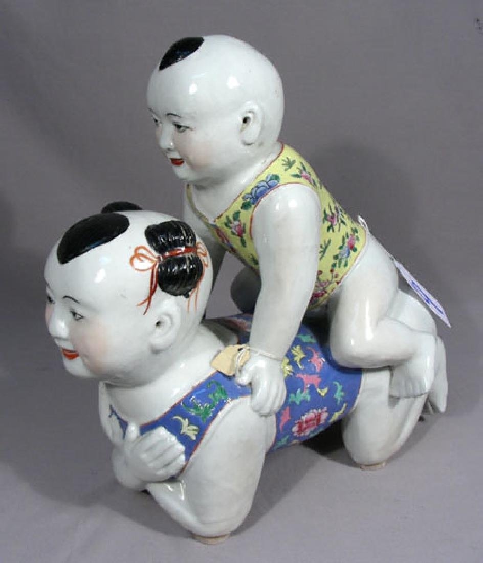 VINTAGE CHINESE PORCELAIN SCULPTURE OF TWO CHILDREN