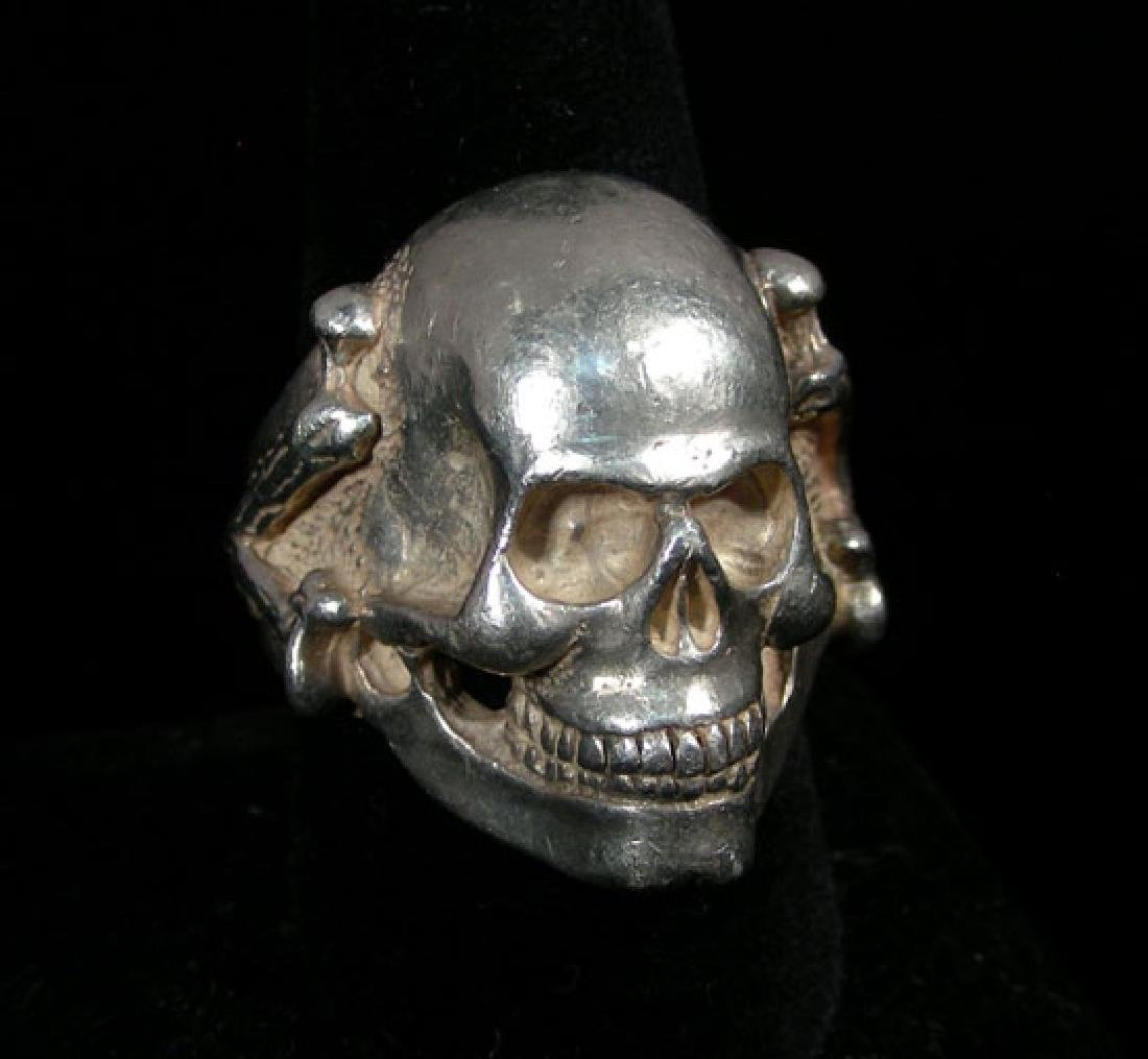 HEAVY STERLING SILVER GENTLEMEN'S SKULL RING