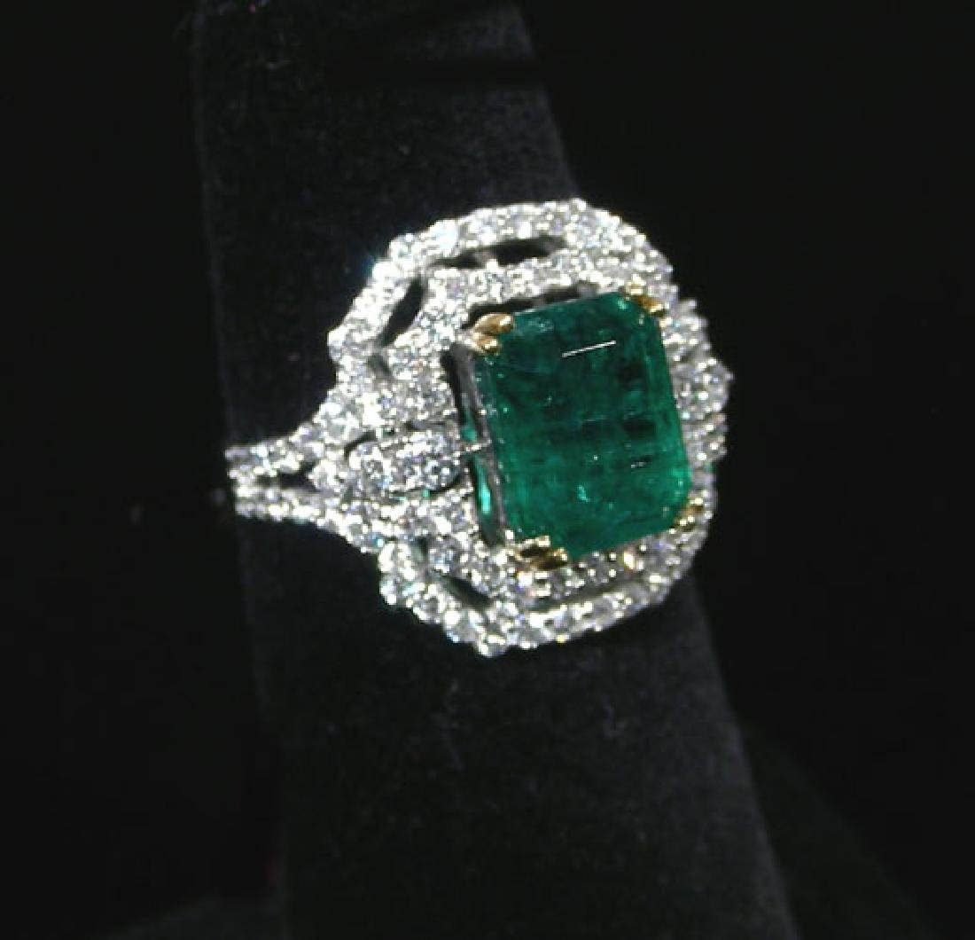 LADIES 18K WHITE GOLD, EMERALD & DIAMOND RING