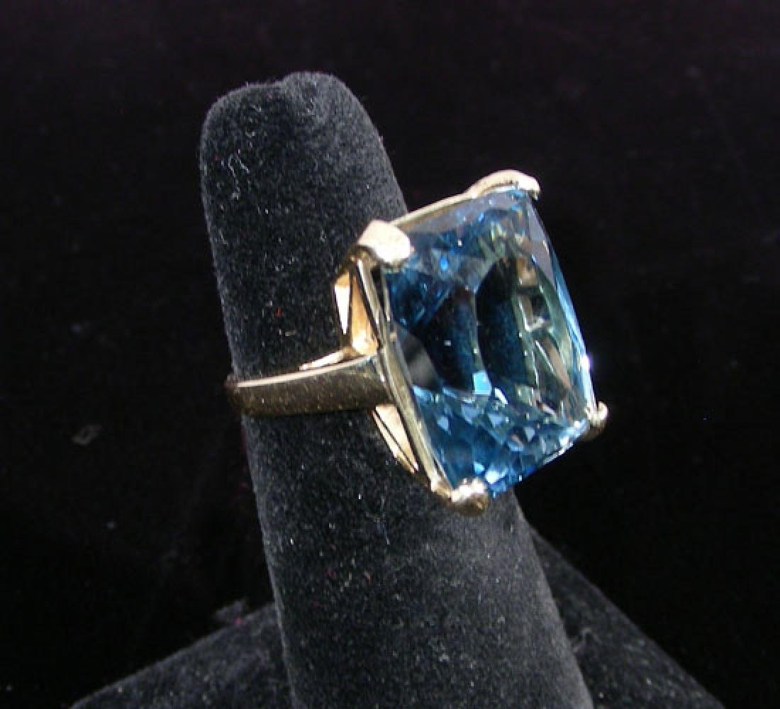 LADIES FINE 14K YELLOW GOLD AND LONDON BLUE TOPAZ RING
