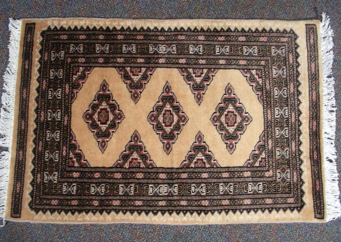 7: BOKHARA AREA RUG Traditional pattern in brown and bl