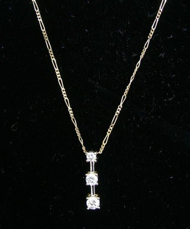 23: LADIES 14K YELLOW GOLD AND DIAMOND NECKLACE