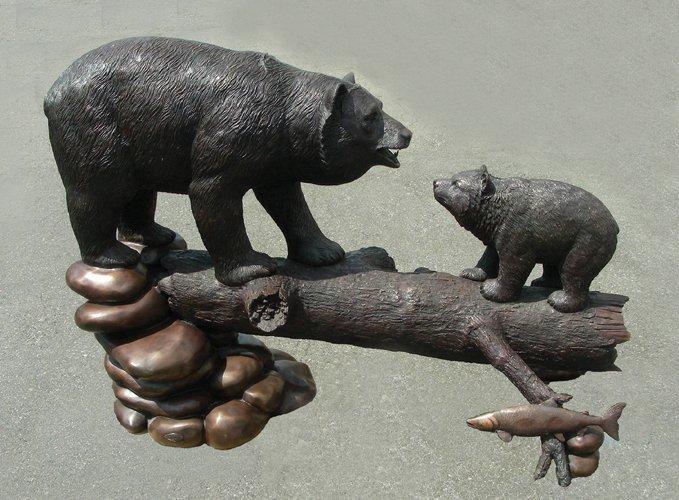 98: OUTSTANDING BRONZE SCULPTURE OF TWO BEARS STANDING