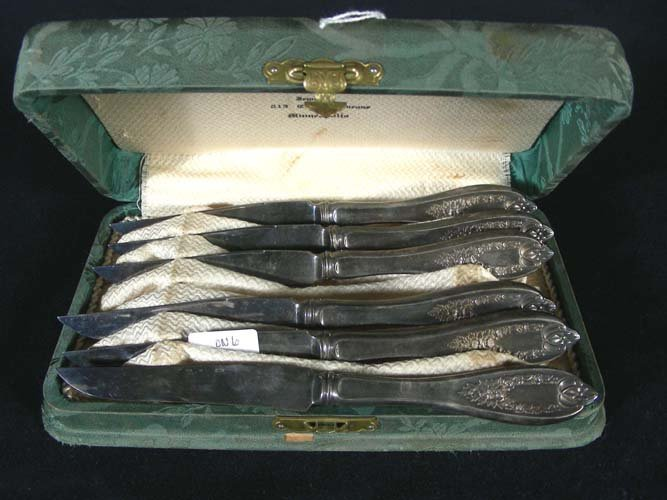 6: SET OF OLD ROGERS SILVER PLATED FISH KNIVES