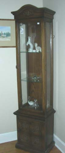 20: SMALL SCALE WOODEN DISPLAY CABINET