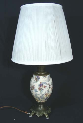 PAINTED METAL TABLE LAMP