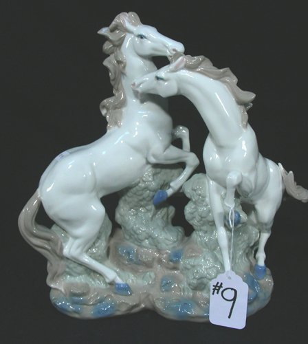 ITALIAN PORCELAIN SCULPTURE OF TWO REARING HORSES