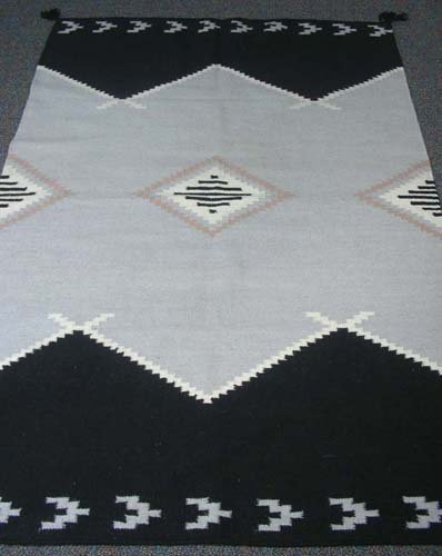 HAND KNOTTED NAVAJO STYLE AREA RUG
