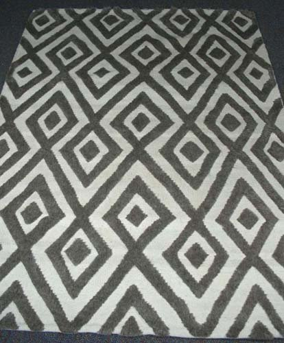 UNUSUAL HAND KNOTTED MOROCCAN AREA RUG