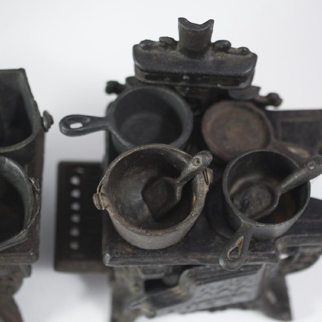Pair of Queen Cast Iron Miniature Salesman Stoves - 3