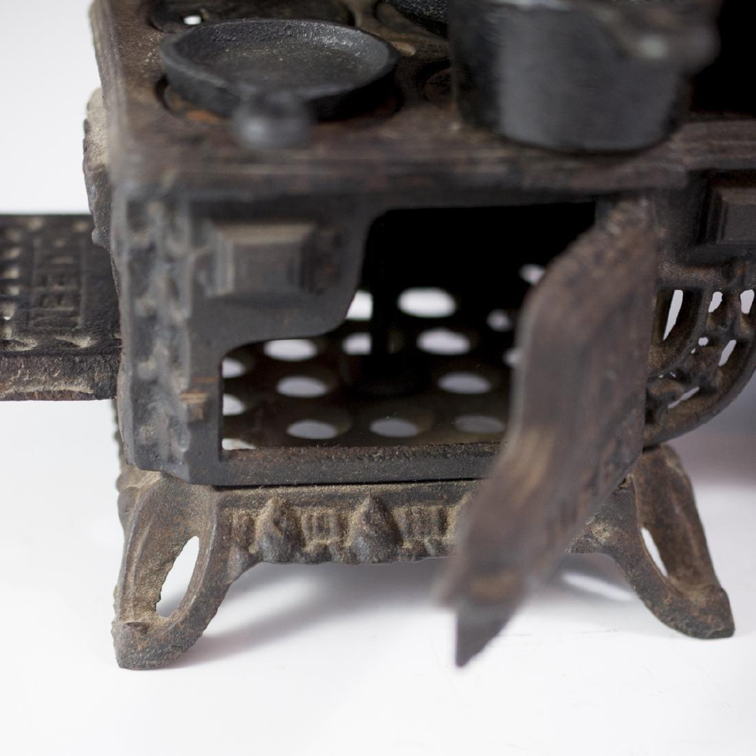 Pair of Queen Cast Iron Miniature Salesman Stoves - 4