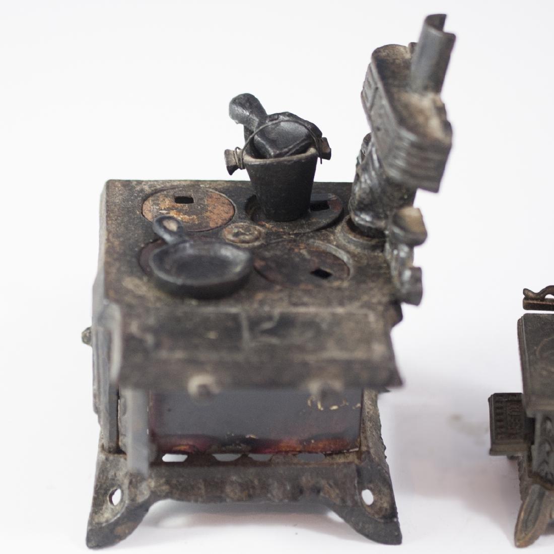 Queen Cast Iron Miniature Salesman Stoves - 3