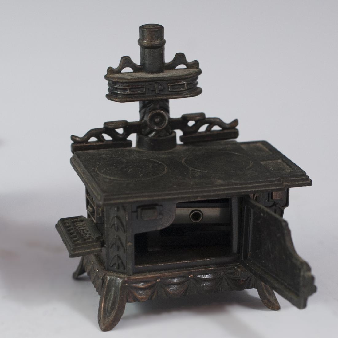 Queen Cast Iron Miniature Salesman Stoves - 5