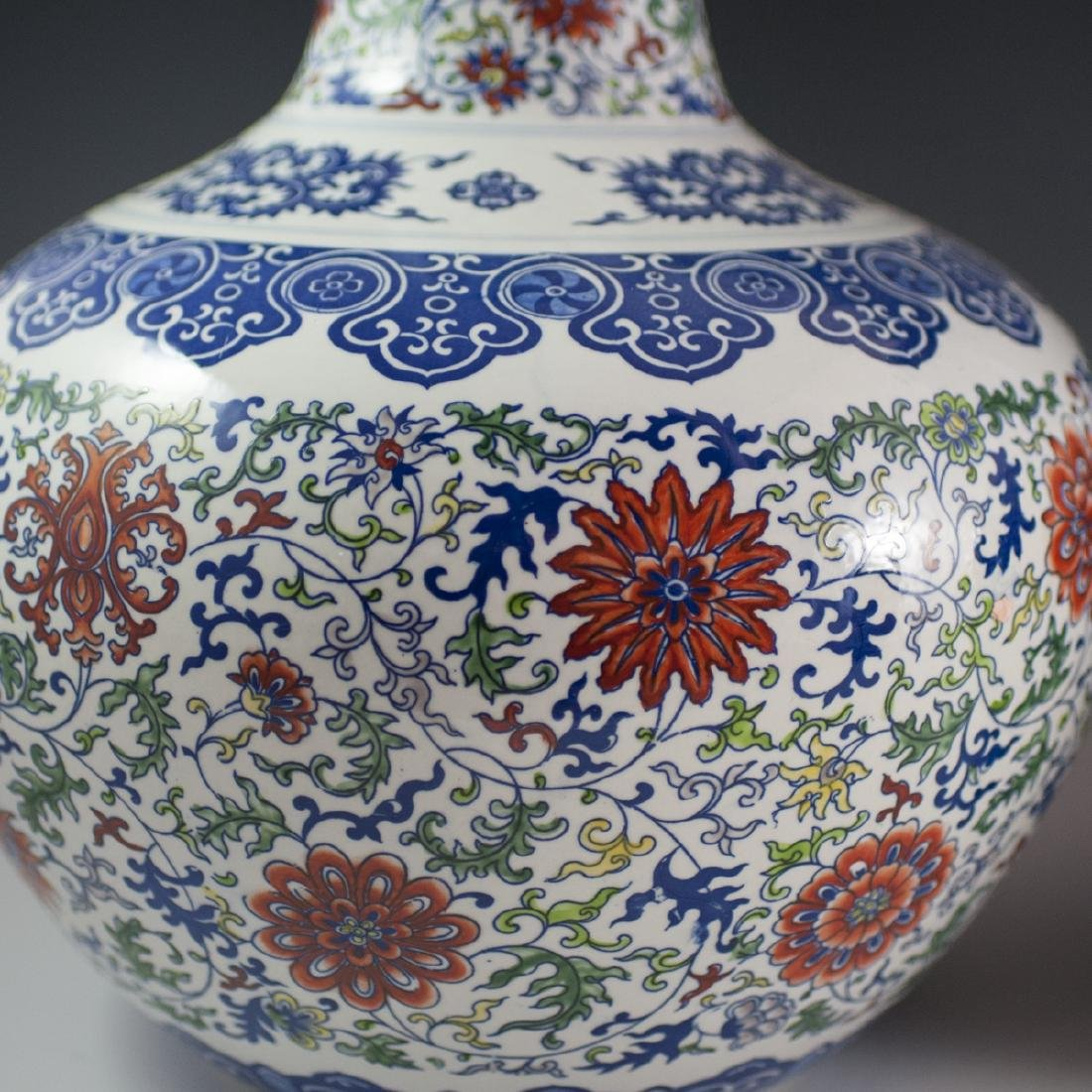 Large Chinese Wucai Tianquiping Porcelain Vases - 4