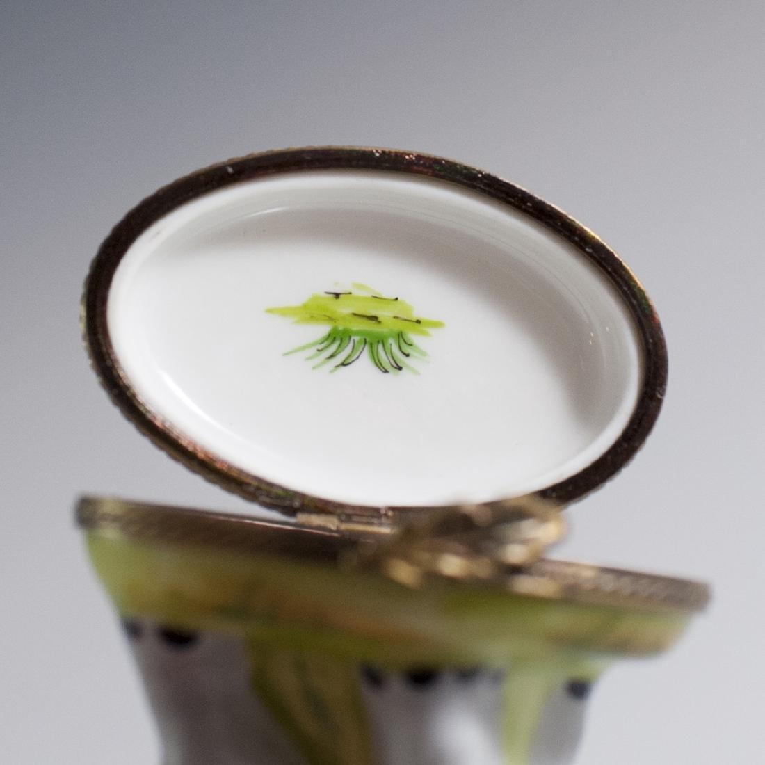 Eximious Limoges Porcelain Trinket Box - 4