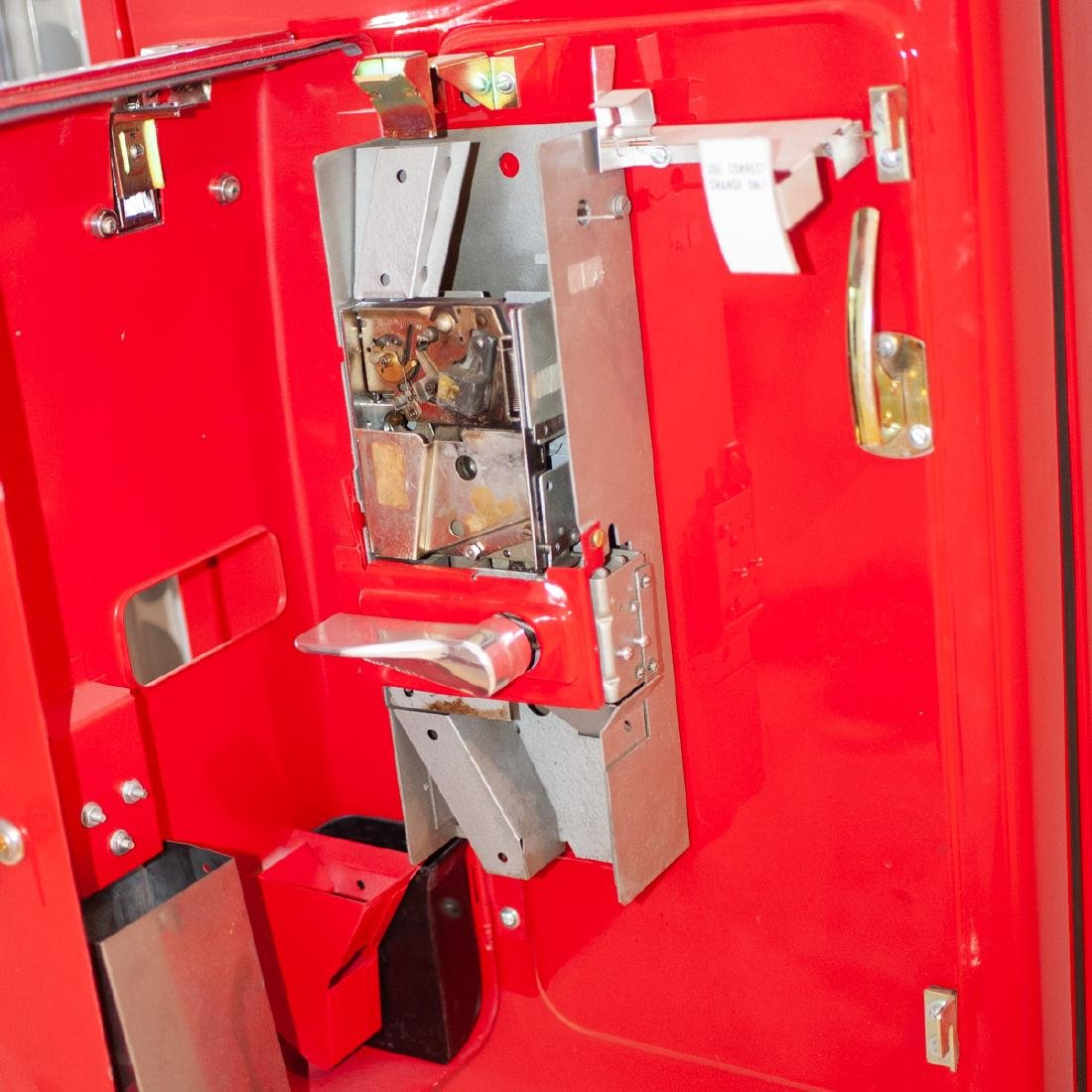 Coca-Cola Vendo 81 Vending Machine - 6