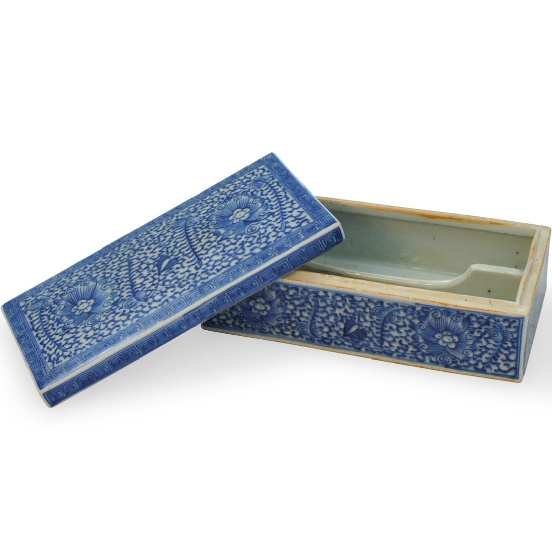 Chinese Blue And White Covered Box