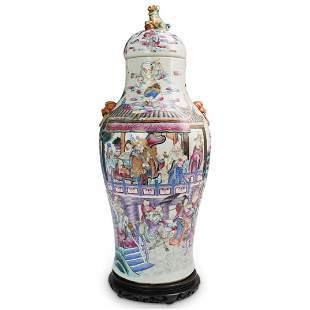Antique Chinese Porcelain Urn