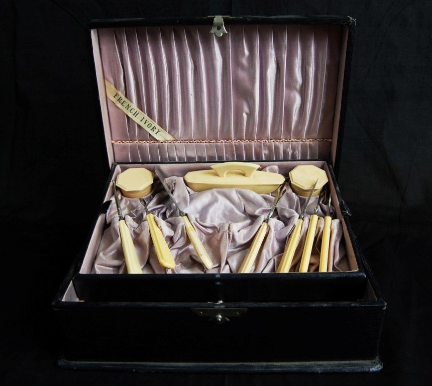 11: Box with ivory tools. French