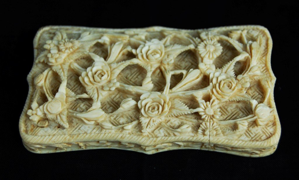 15: Chinese ivory cardholder very detailed