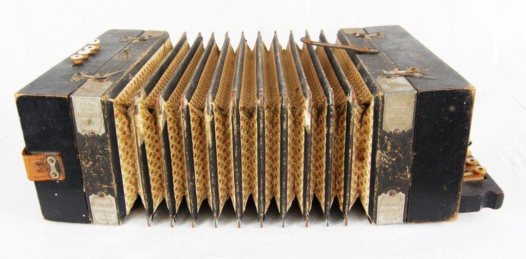 263: Vintage M. Hohner accordion - 3